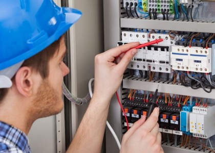 Le GRETA Centre Alsace propose une qualification « Métiers de l'Electricité et de ses Environnements Connectés.» D'une durée de 7 mois, la formation vise l'obtention de 5 blocs de compétences et de certifications habilitations électriques B1V et BR.