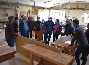 Des enfants de l'école Montessori et une dizaine de retraités ont visité les installations de la filière bois de l'UFA Heinrich-Nessel